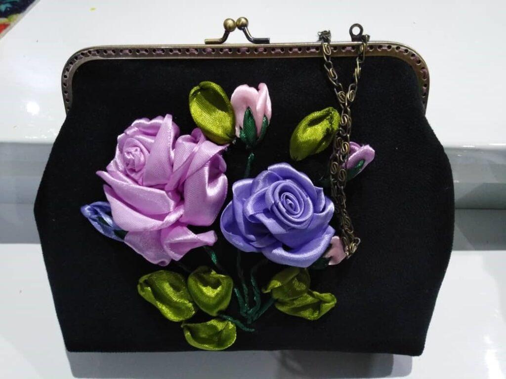 کیف مخمل روباندوزی گل رز سنگ و زر