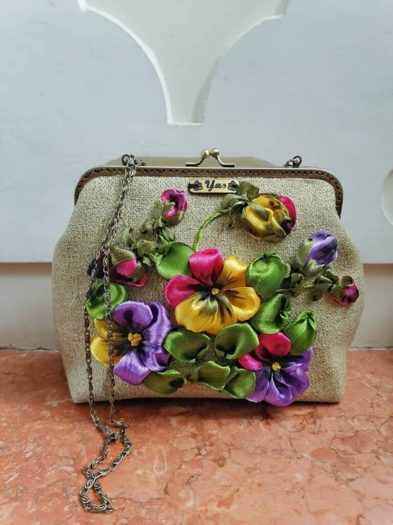 کیف مخمل روباندوزی گل بنفشه سنگ و زر