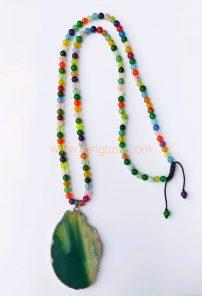 گردنبند بلند سنگهای هفت چاکرا و مدال بزرگ سنگ عقیق سبز
