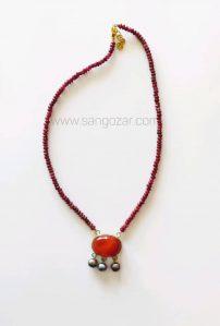 گردنبند نقره یاقوت قرمز و مدال سنگ عقیق و مروارید سیاه