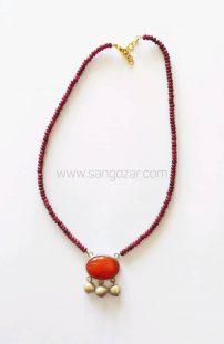 گردنبند نقره یاقوت قرمز و مدال سنگ عقیق و مروارید طوسی