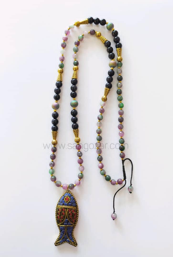 گردنبند بلند سنگ دلربای سورمه ای و تورمالین بهمراه مدال تبتی ماهی